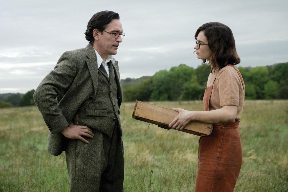 Ben Chaplin and Lily James play archaeologists Stuart and Peggy Piggott. (Image: Larry Horricks/Netflix © 2021)